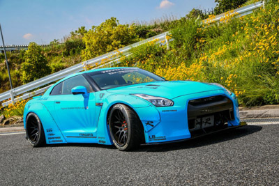 Nissan GT-R в обвесе Liberty Walk на дисках Forgiato Wheels